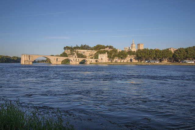 Cycling in Provence : Avignon, a vibrant city of culture & heritage