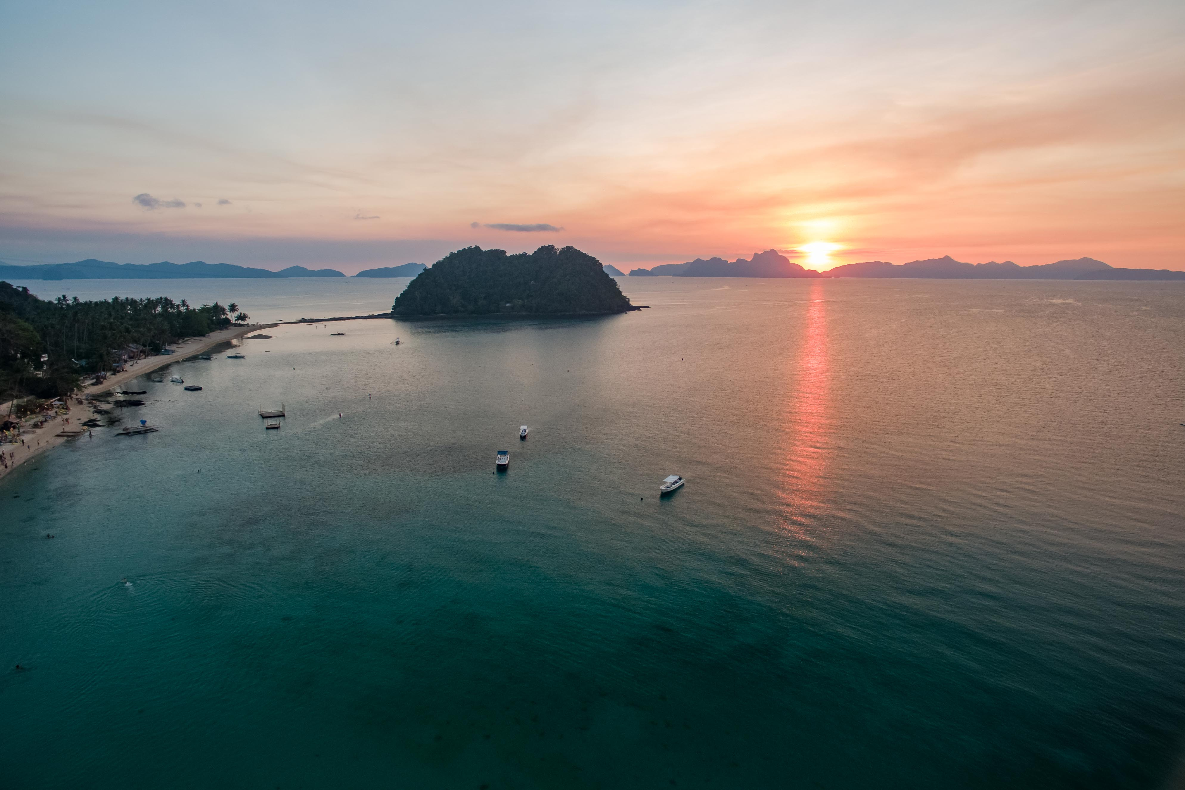 Vlog Expedition Violette Vauchelle Philippines El Nido Las Cabanas Sunset Drone