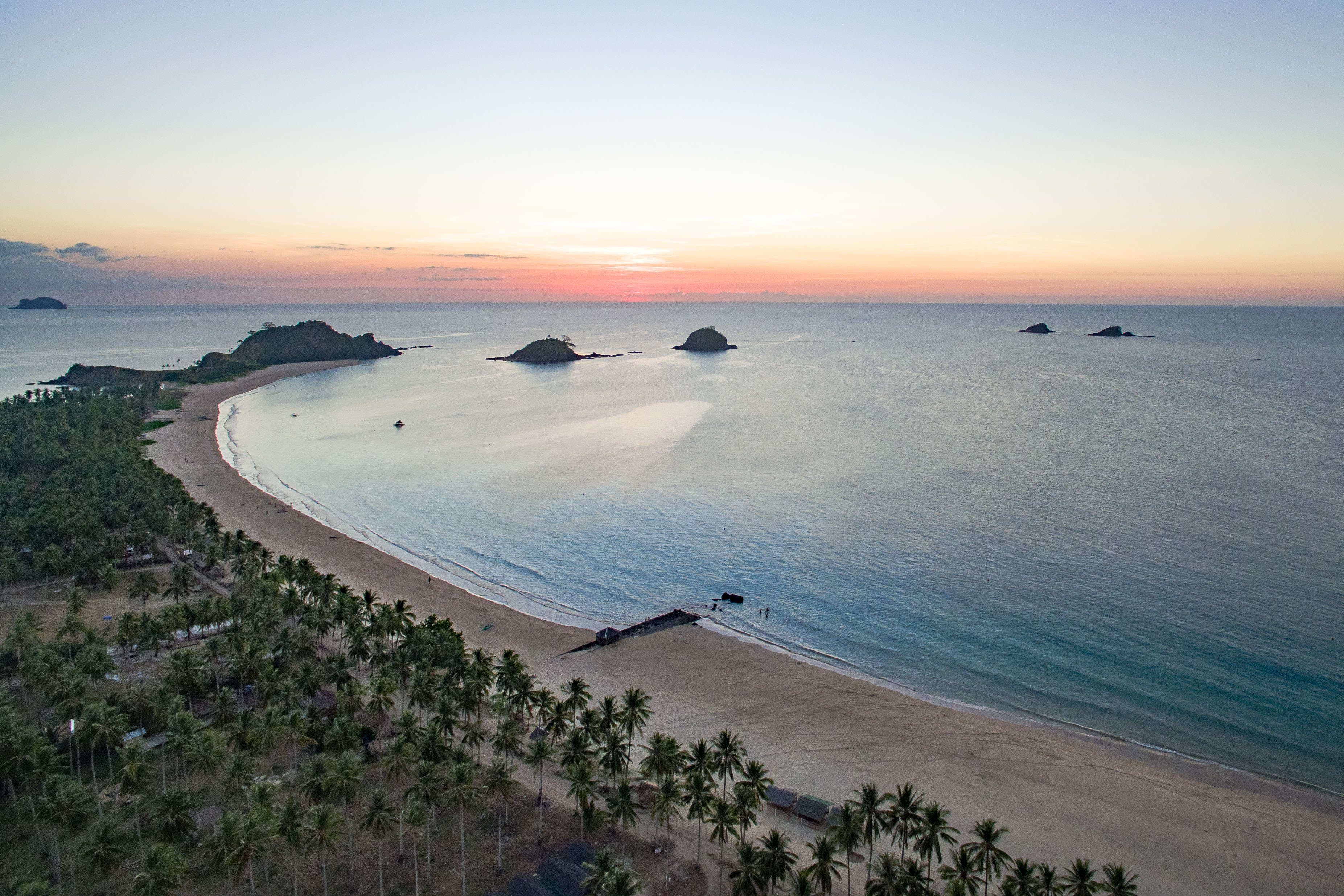 Vlog Expedition Violette Vauchelle Philippines El Nido Nacpan Beach sunset drone-1