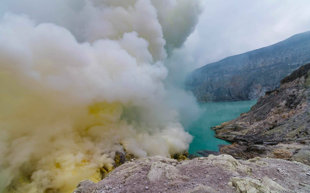 The blue flames and sulfur miners of Kawah Ijen, Indonesia : How to go to Ijen without a tour